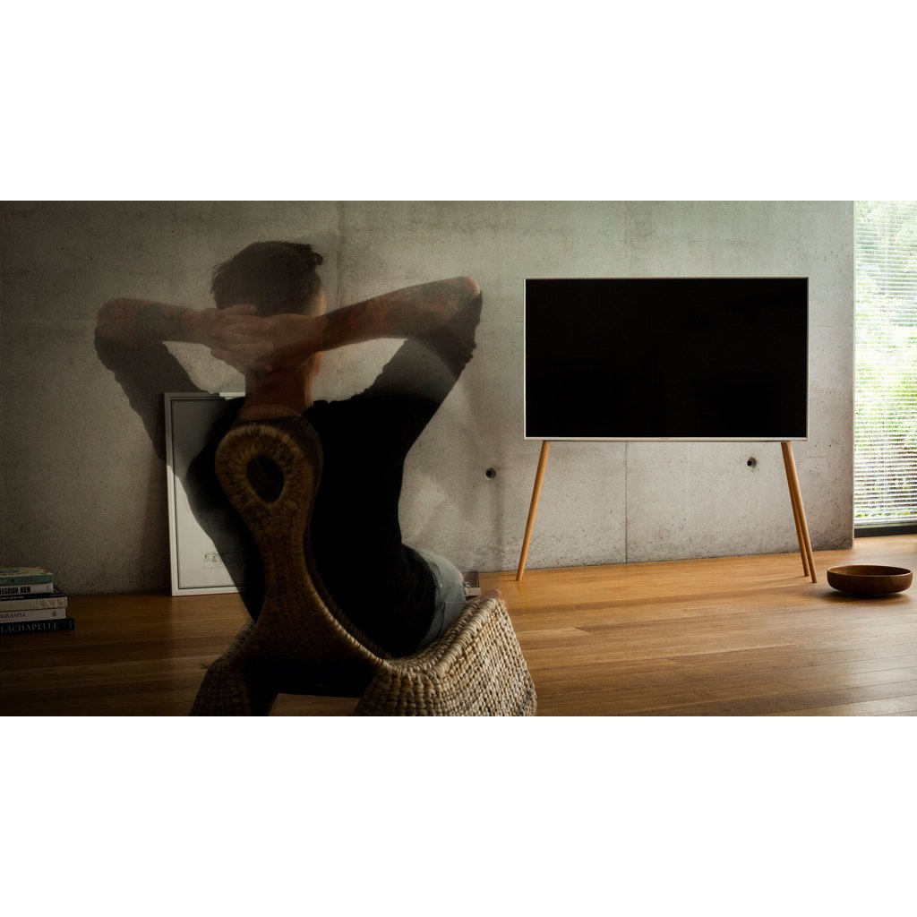 tv st nder mit holzf en skandinavisch. Black Bedroom Furniture Sets. Home Design Ideas