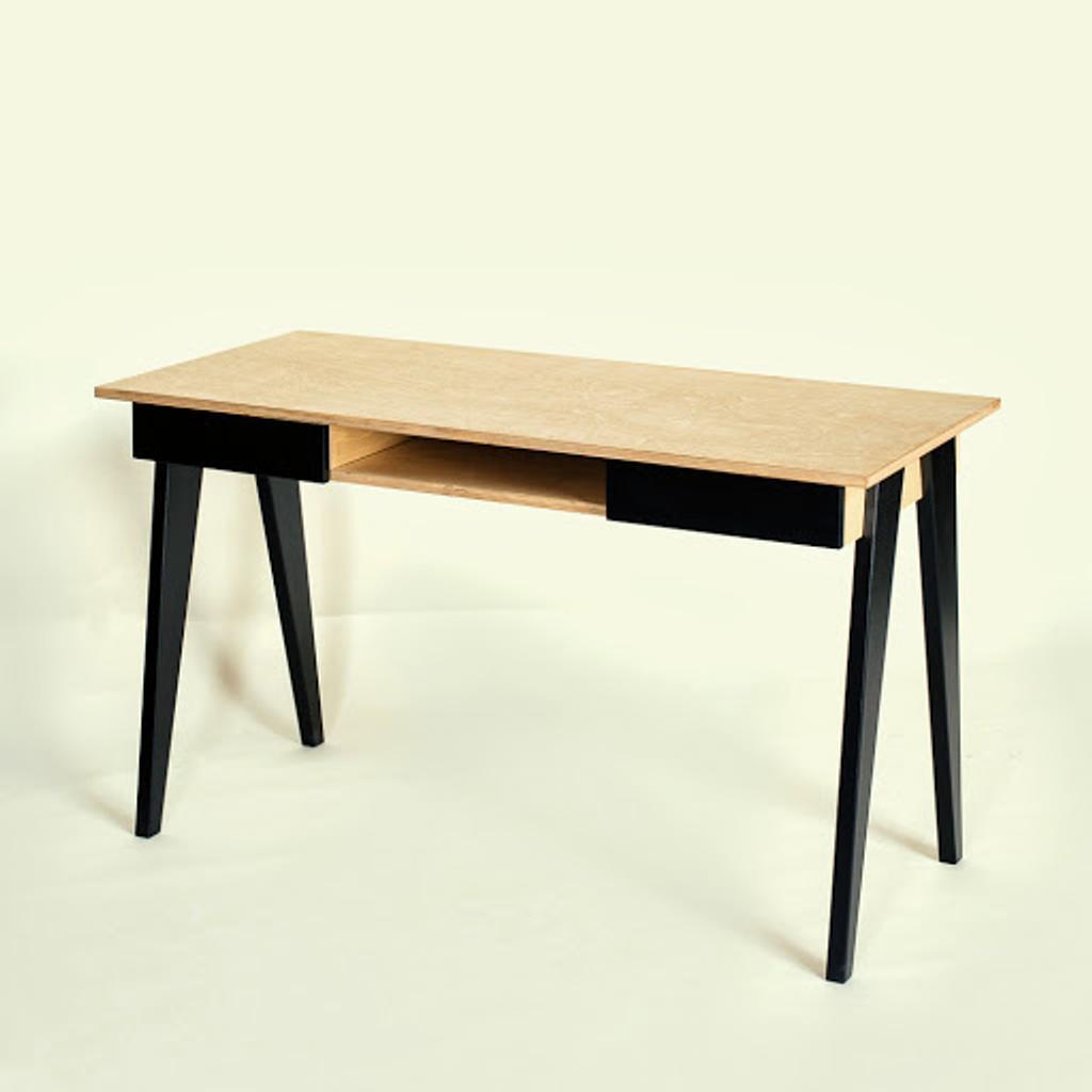 Schreibtisch b rotisch aus holz von radis for Schreibtisch holz schwarz