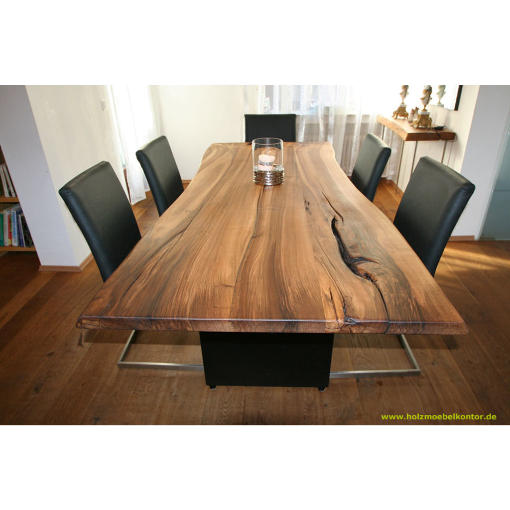 esstisch in massivem europ nussbaum tisch nuss mit baumkante naturkante. Black Bedroom Furniture Sets. Home Design Ideas