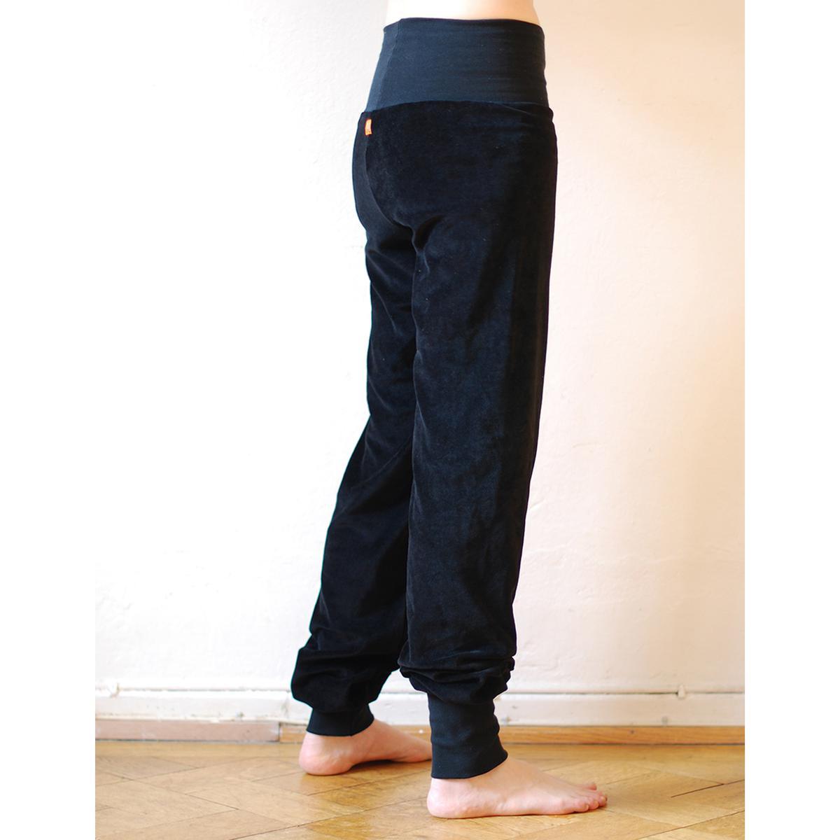 919c5307f2b7 Cmig Velourbyxor dam svart - Dam byxor bestellen - cmig - ekologiska kläder  / handtryckta tröjor och ateljésydda byxor från hannover