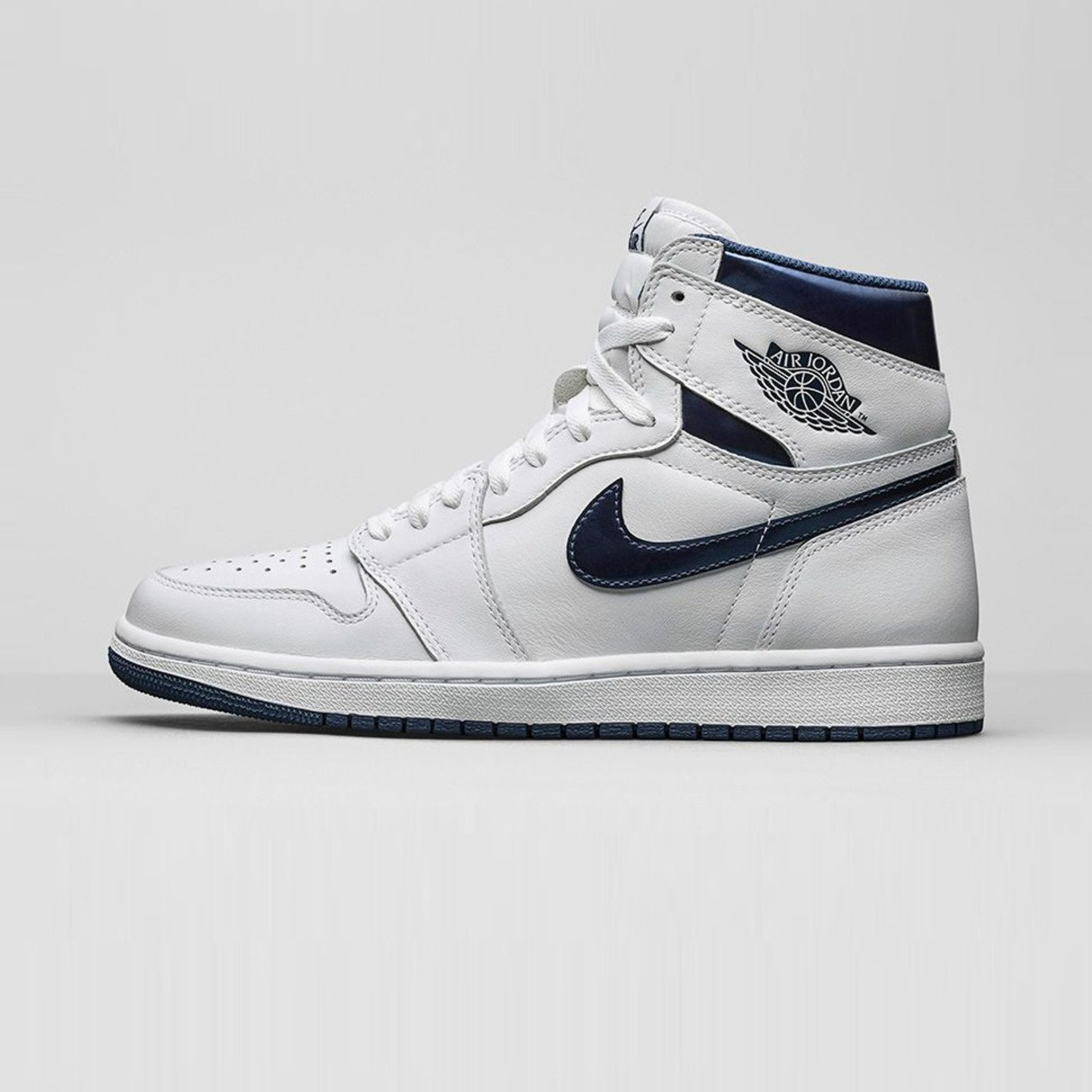 Jordan Air Jordan 1 Retro High OG 'Metallic Navy' White / Midnight Navy 555088-106-43