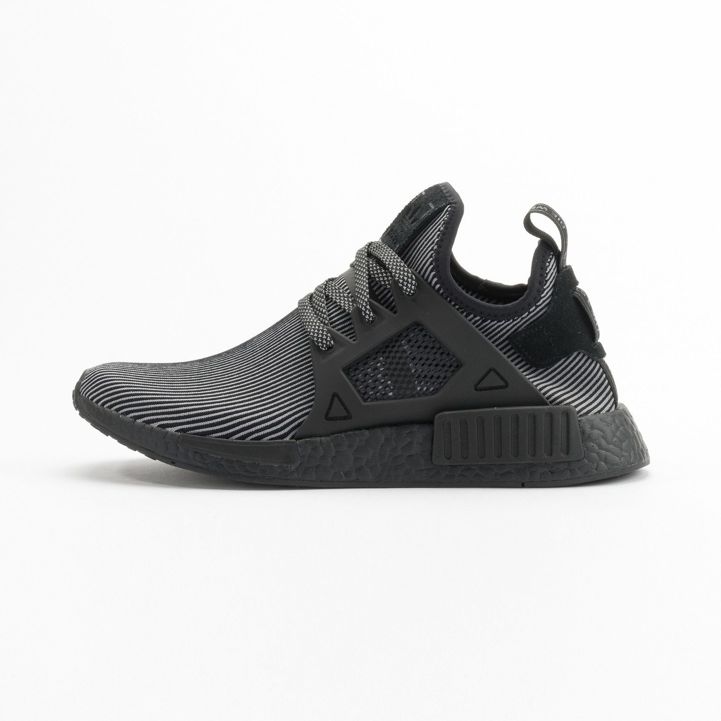 Adidas NMD XR1 Primeknit Core Black / Core Black / Running White S32211-40.66