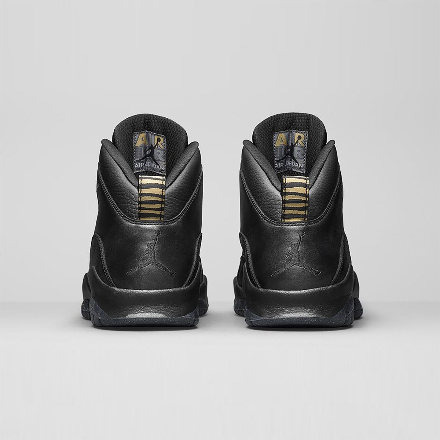 Jordan Air Jordan 10 Retro 'NYC' Black / Metallic Gold 310805-012-43