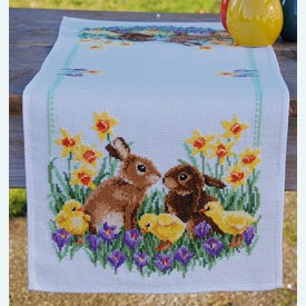 Rabbits with Chicks tafelloper -  borduurpakket met telpatroon Vervaco |  | Artikelnummer: vvc-183468