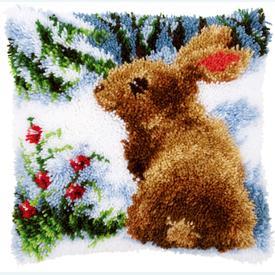 Rabbit in the Snow - smyrna kussen Vervaco | Knoopkussen met konijntje in winterlandschap | Artikelnummer: vvc-147712