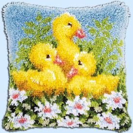 Ducks - knoopkussen Vervaco | Smyrna kussen met schattige eendjes | Artikelnummer: vvc-153894