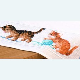 Playful Kittens theenap - kruissteekpakket met telpatroon Vervaco |  | Artikelnummer: vvc-145097