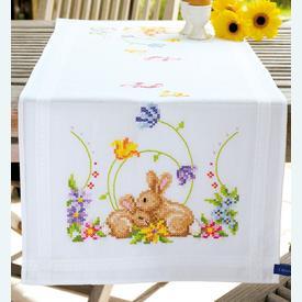 Cuddling Rabbits loper - voorgedrukt borduurpakket - Vervaco |  | Artikelnummer: vvc-146336