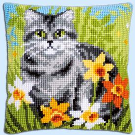 Cat between Flowers - Vervaco Kruissteekkussen |  | Artikelnummer: vvc-150975