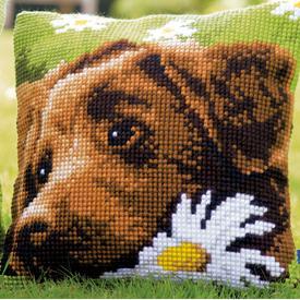 Chocolate Labrador - Vervaco Kruissteekkussen  |  | Artikelnummer: vvc-153855