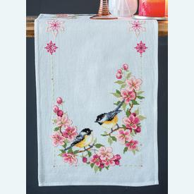 Birds and Blossoms tafelloper -  borduurpakket met telpatroon Vervaco |  | Artikelnummer: vvc-158431
