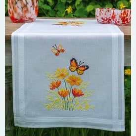 Orange Flowers and Butterflies loper - voorgedrukt borduurpakket - Vervaco |  | Artikelnummer: vvc-187941