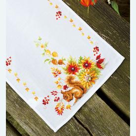 Squirrel in Autumn tafelloper -  kruissteekpakket met telpatroon Vervaco |  | Artikelnummer: vvc-149901