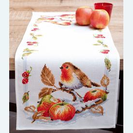 Robin Redbreast with Apples tafelloper -  borduurpakket met telpatroon Vervaco |  | Artikelnummer: vvc-146877