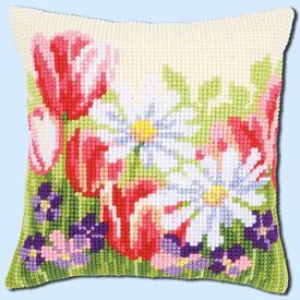 Springflower Field - Vervaco Kruissteekkussen |  | Artikelnummer: vvc-163859