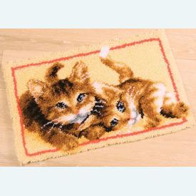 Playful Cats - knooptapijt Vervaco | Smyrna tapijt met spelende poezen | Artikelnummer: vvc-145610