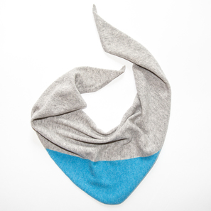Triangle Scarf with Colour Block | 100% Cashmere, Colour: Light Grey Mélange with Acid Blue | Code: 0117AS120181XXX