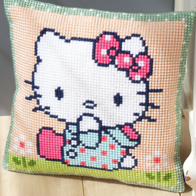 Hello Kitty on the Lawn - Vervaco Kruissteekkussen |  | Artikelnummer: vvc-155210