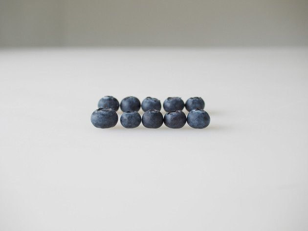One dollar's worth of early season organic blueberries from California, 2010  | Edition 6+2 AP, Serie: