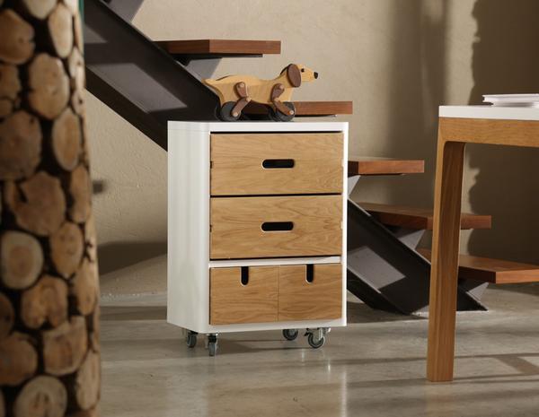 kommode in wei und holz auf rollen. Black Bedroom Furniture Sets. Home Design Ideas