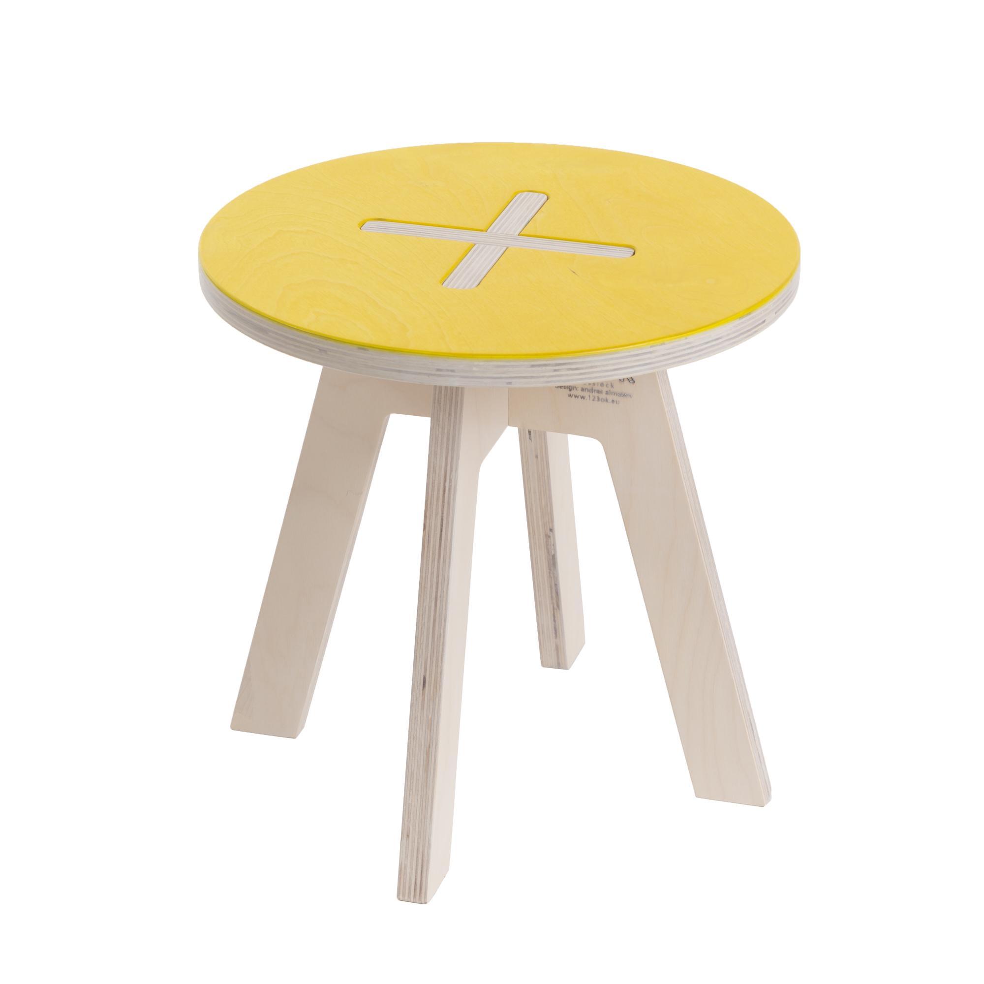 Kinderzimmerstuhl aus holz gelb for Runder wohnzimmertisch holz